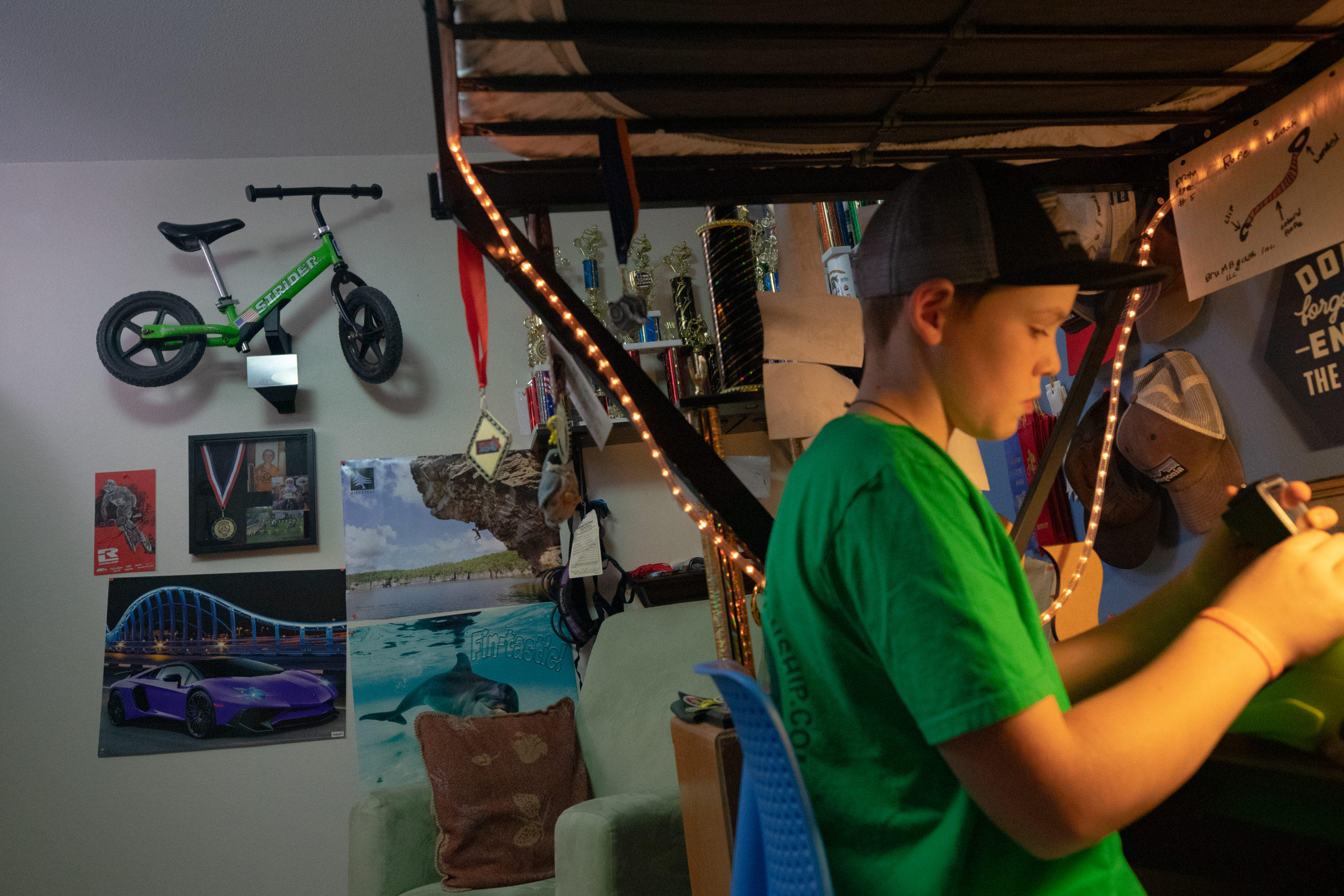 Memory mount hung up on wall in boy's bedroom with old green 12 Classic bike